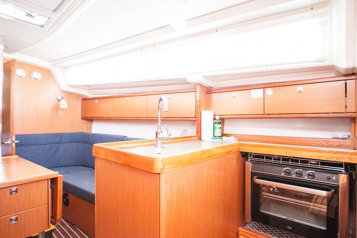 Bavaria Cruiser 34  12