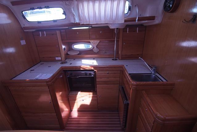 Bavaria-46-cruiser-4cab-kitchen.jpg