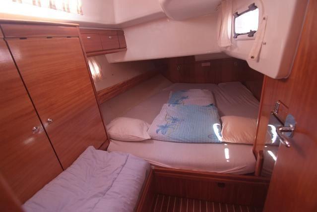 Bavaria-46-cruiser-4cab-cabin.jpg