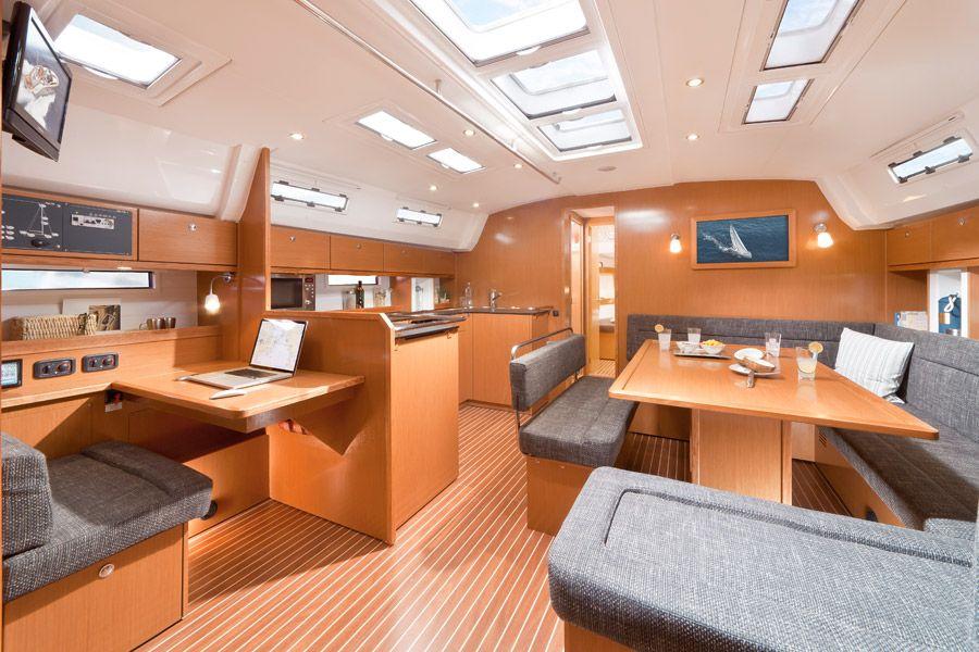 Bavaria-50-Cruiser-5cab-salon.jpg
