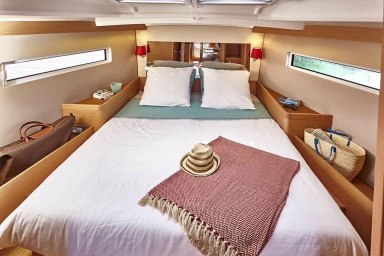 Sun-Odyssey-440-4cab-cabin.jpg