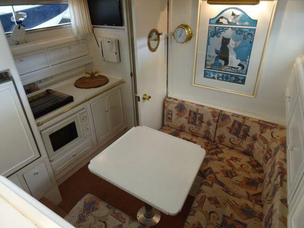 Atlantic-37-2cab-salon.jpg
