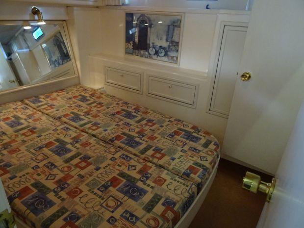 Atlantic-37-2cab-bed.jpg