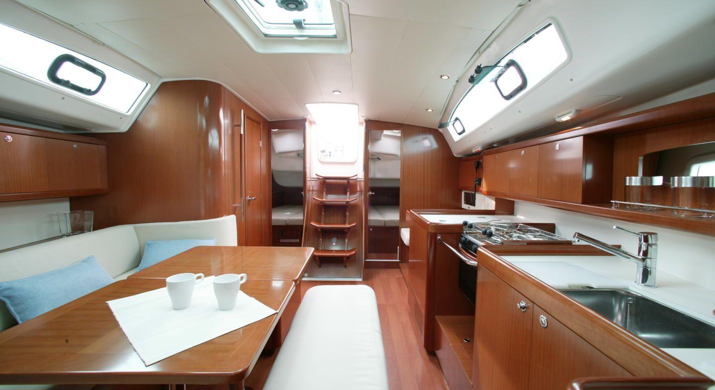 Oceanis-40-3cab-interior.jpg