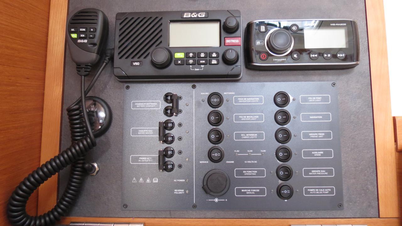 Sun-Odyssey-349-3Cab-Cockpit.jpg
