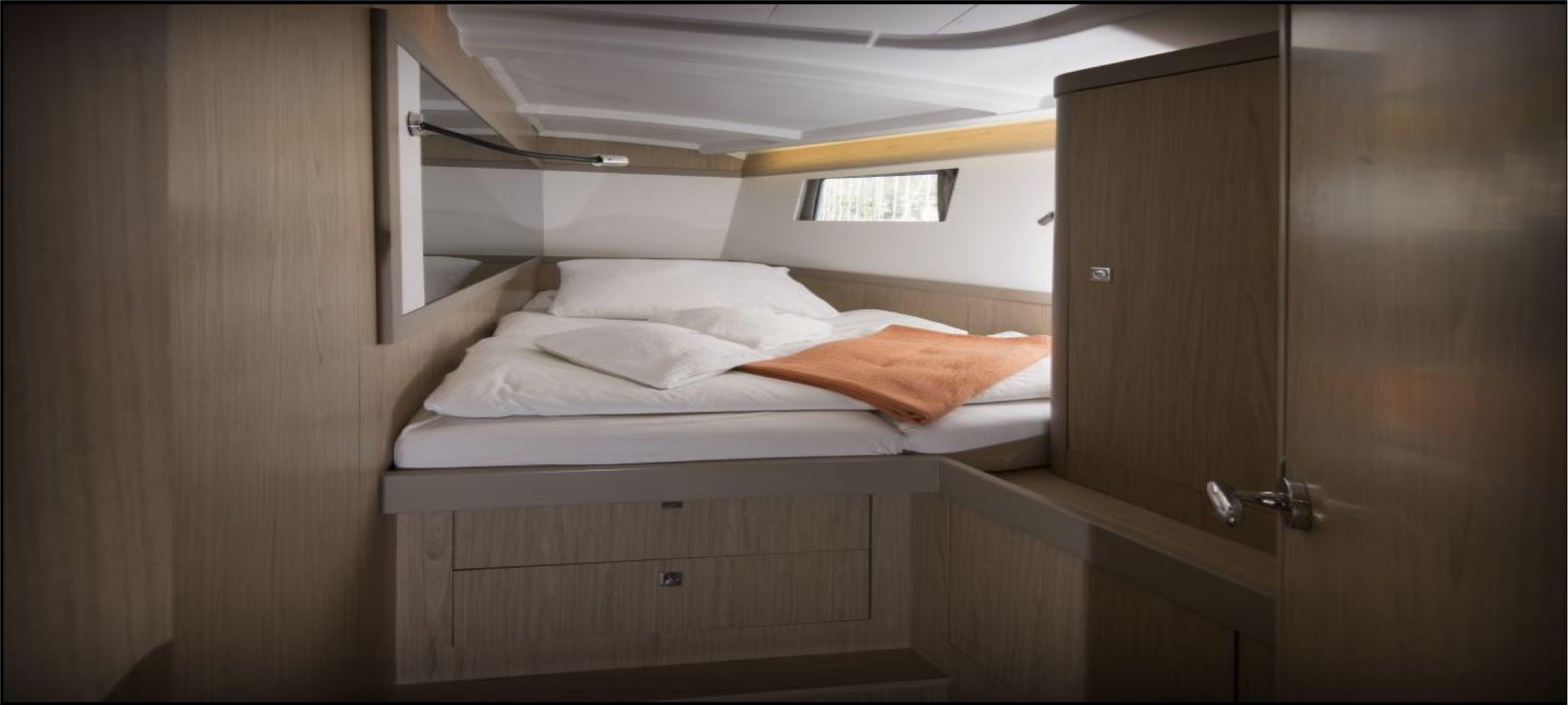 Oceanis-48-5-cab-Cabin.jpg