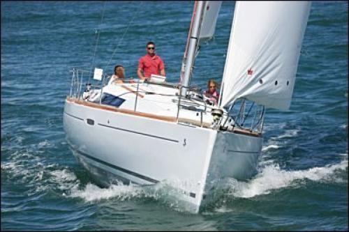 Oceanis-37-3cab-front.jpg