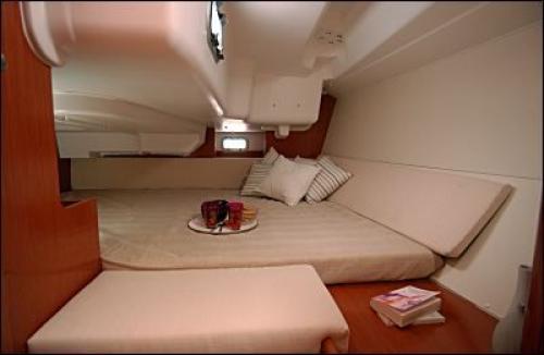 Oceanis-37-3cab-cabin.jpg