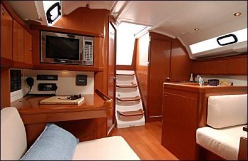 Oceanis-37-3cab-interior.jpg