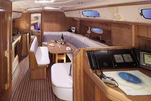 Bavaria-39-Cruiser-3cab-salon.jpg