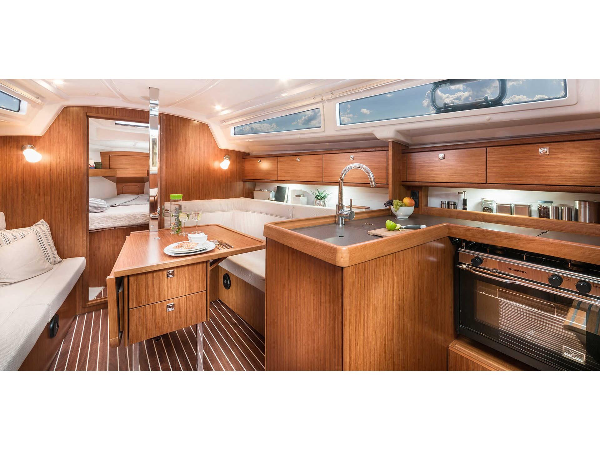 Bavaria Cruiser 34  7
